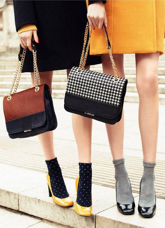 tendencia 2018 calcetas con tacones y sandalias fashion moda
