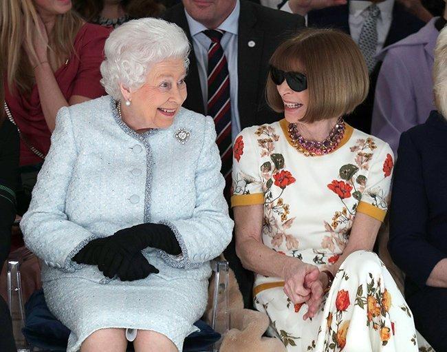 Anna Wintour deja VOGUE Reina Isabel II