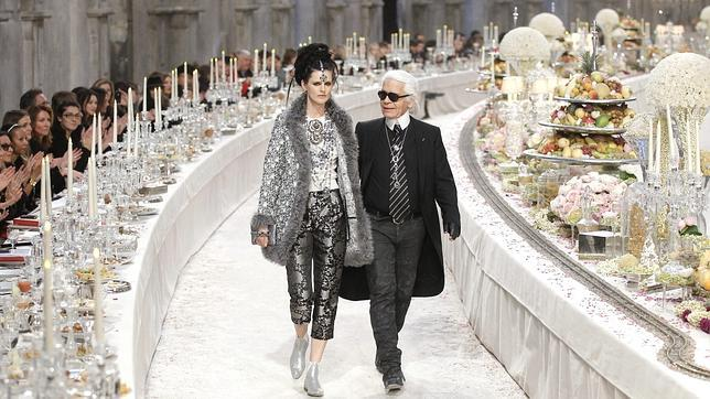 cuánto cobra un diseñador de modas
