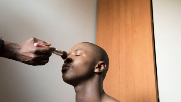 maquillaje para hombres boy by chanel